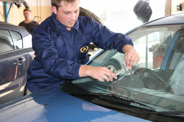 Как выполнить ремонт стёкол автомобиля