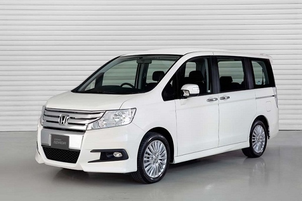 Японцы выпустили на свой рынок обновлённый Honda Step WGN