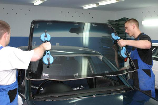 Замена лобового стекла автомобиля