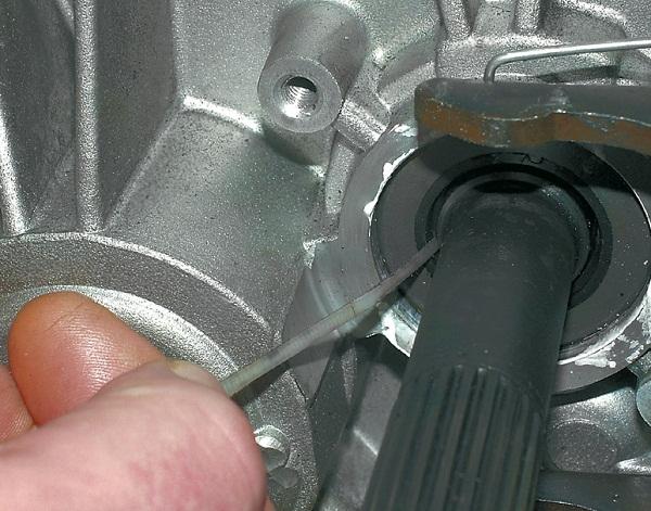 Как устранить течь масла из коробки передач?
