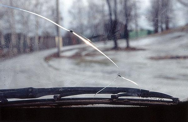 Виды повреждения лобового стекла