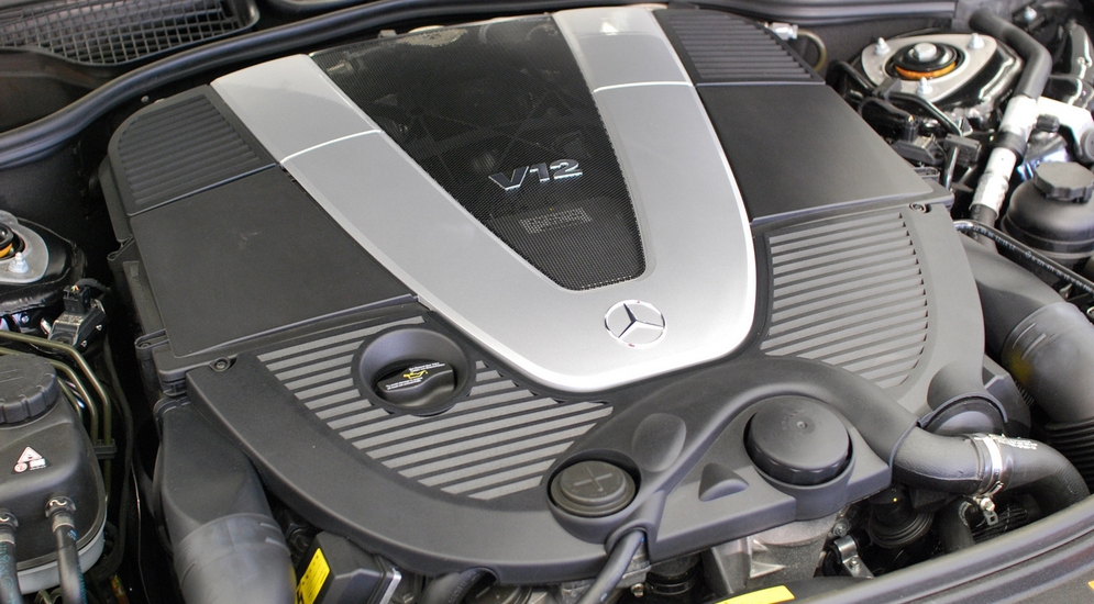 Mercedes-Benz_M275_Engine.jpg